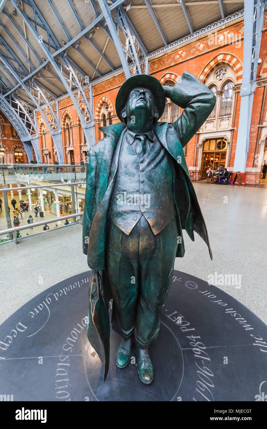 England, London, St Pancras International Station, Sir John Betjeman Statue - Stock Image