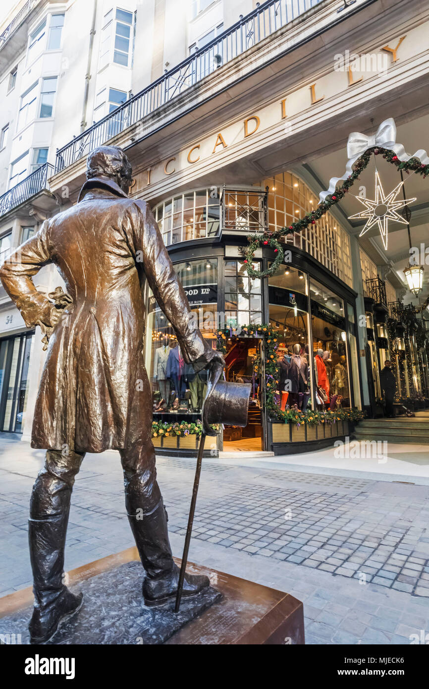 England, London, Jermyn Street, Statue of Beau Brummell and Piccadilly Arcade - Stock Image