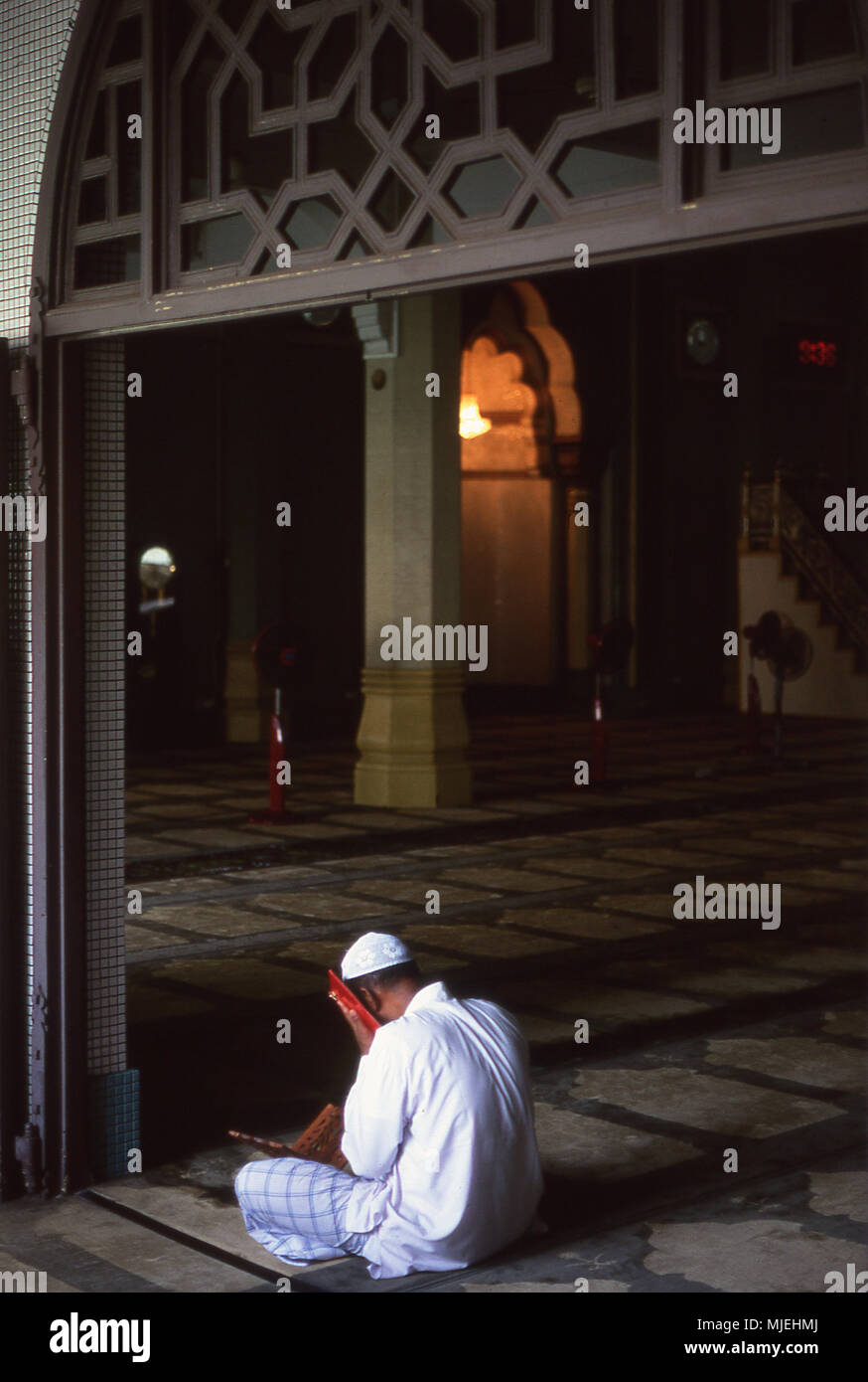 Man praying in a Mosque Stock Photo: 183488722 - Alamy