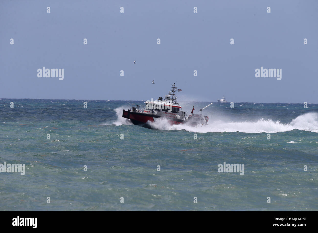 Fort Lauderdale, Florida, USA. 5th May, 2018.  Fire Boat performs at The Fort Lauderdale Air Show on May 5, 2018 in Fort Lauderdale, Florida.    People:  Fire Boat Credit: Storms Media Group/Alamy Live News Stock Photo