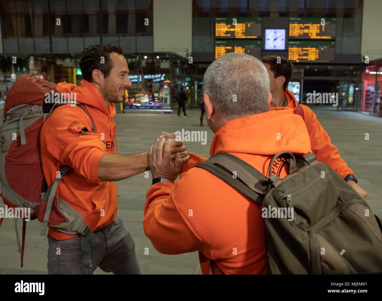 Spanish firefighters facing attempted human trafficking charges in greece in 2016 manuel blanco back to the camera julio latorre l and jose enrique rodriguez greet eachother before their departure from santa justa m4hsunfo