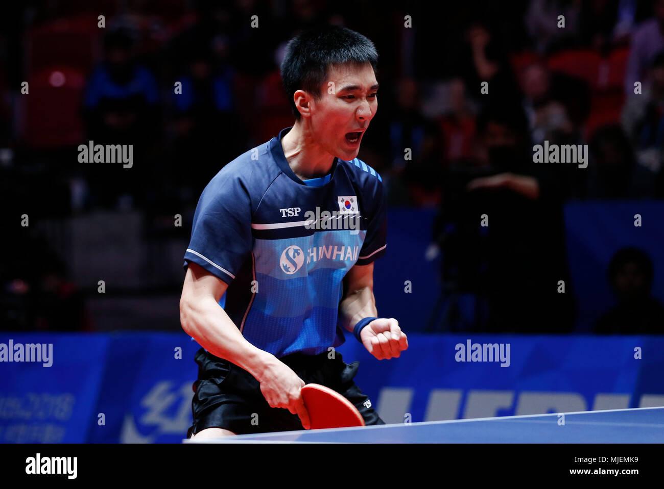 (180505) -- HALMSTAD, May 5, 2018 (Xinhua) -- Lee Sangsu of South Korea reacts during the Men's group quarterfinal match against Jun Mizutani of Japan at the 2018 World Team Table Tennis Championships in Halmstad, Sweden, May 4, 2018. (Xinhua/Ye Pingfan) - Stock Image