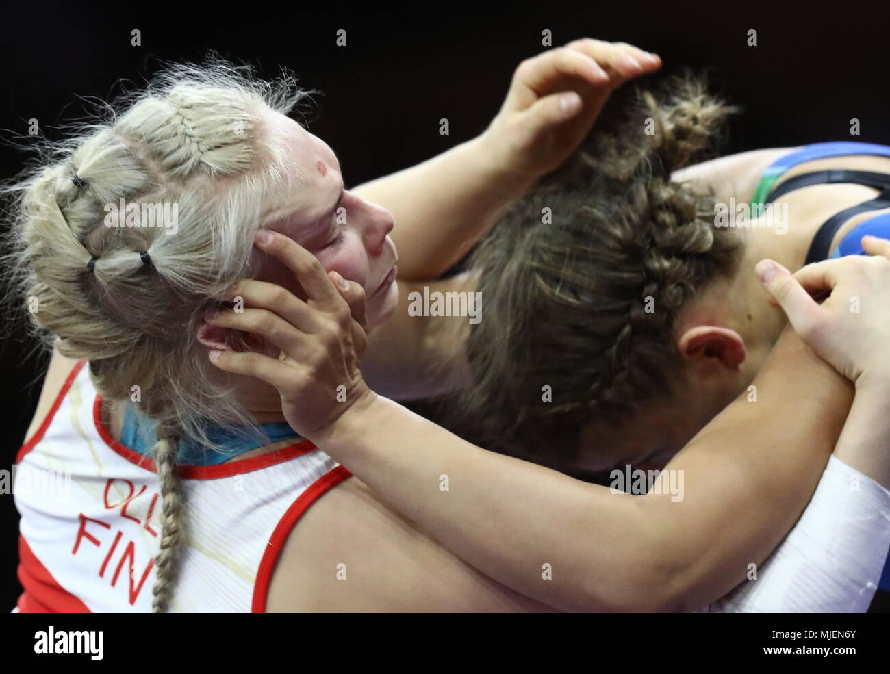 Kaspiysk, Russia. 04th May, 2018. DAGESTAN, RUSSIA - MAY 4, 2018: Finland's Petra Olli (L) and Azerbaijan's Elis Manolova compete in the women's -65 kg freestyle wrestling category at the 2018 European Wrestling Championships at Ali Aliyev Palace of Sports and Youth in the town of Kaspiysk. Stanislav Krasilnikov/TASS Credit: ITAR-TASS News Agency/Alamy Live News - Stock Image