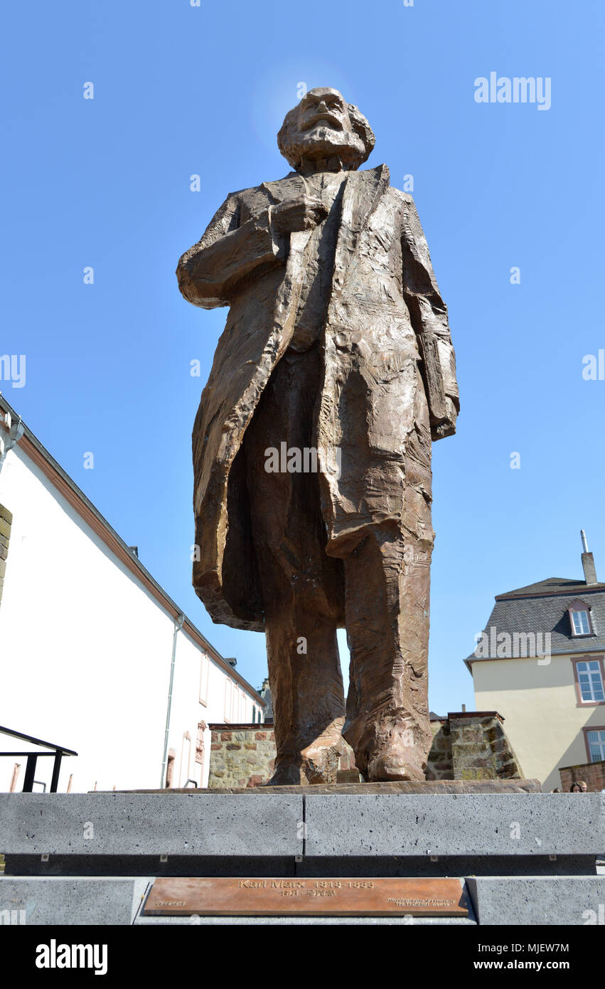 05 May 2018, Germany, Trier: A 2,3t, 4.4m statue of Karl Marx made by Chinese artist Wu Weishan is revealed in Marx's city of birth to celebrate the thinker's 200th birthday. The statue is a gift from the Chinese government. Photo: Harald Tittel/dpa - Stock Image