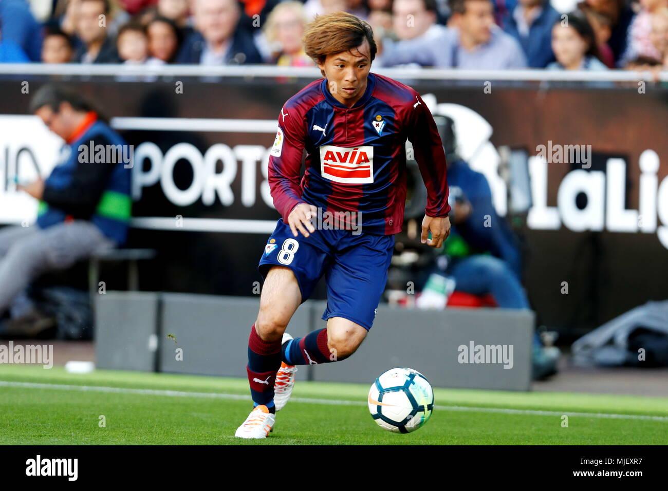 Takashi Inui (Eibar), APRIL 29, 2018 - Football / Soccer : Spanish 'La Liga Santander' match Valencia CF 0-0 SD Eibar at the Mestalla Stadium in Valencia, Spain. (Photo by Mutsu Kawamori/AFLO) [3604] - Stock Image