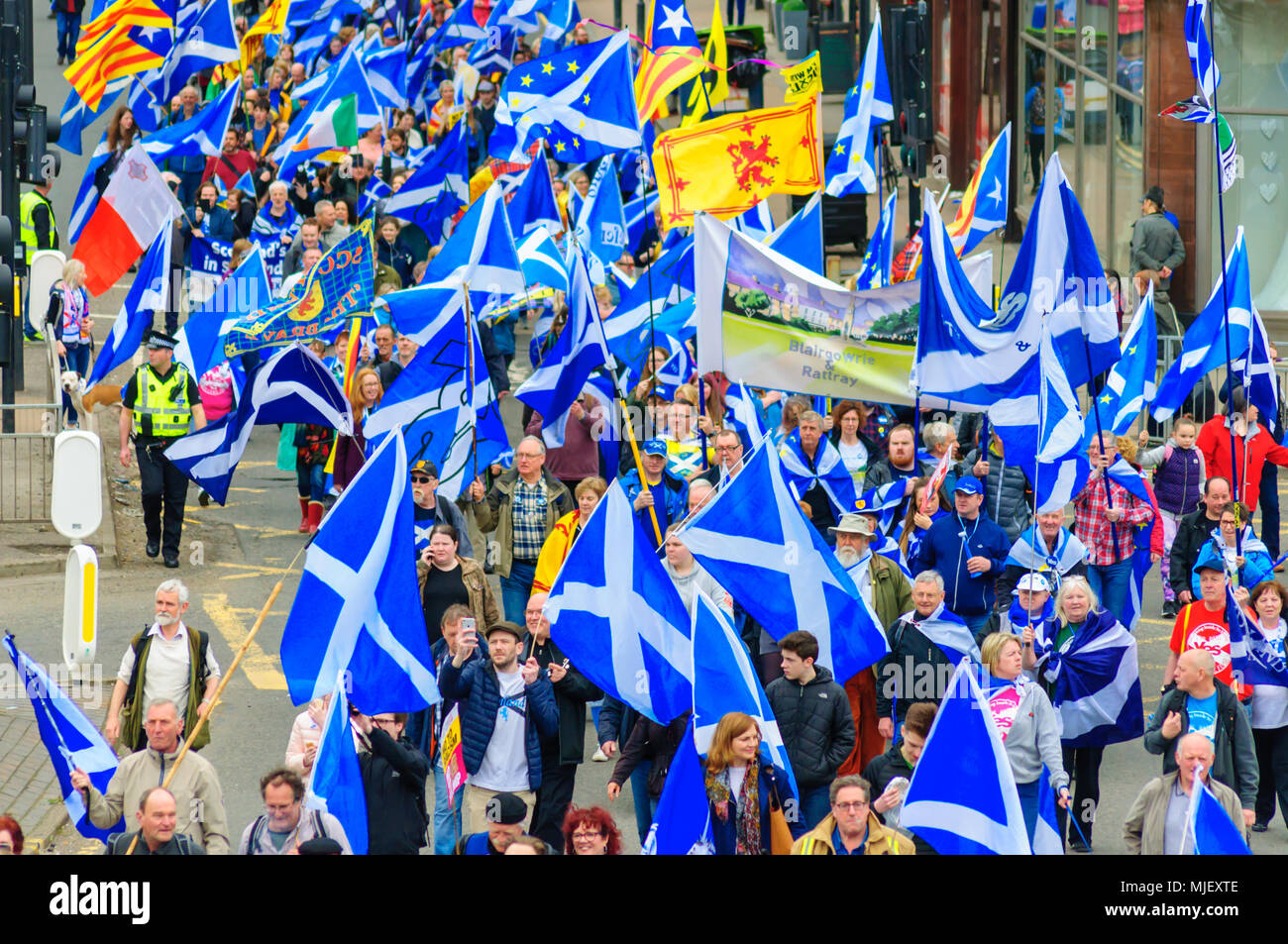 Glasgow, Scotland, UK. 5th may, 2018. Thousands of campaigners in support of Scottish Independence march through the streets of Glasgow. Organised by the group All Under One Banner the march travelled from Kelvingrove Park through the city to Glasgow Green. Credit: Skully/Alamy Live News - Stock Image