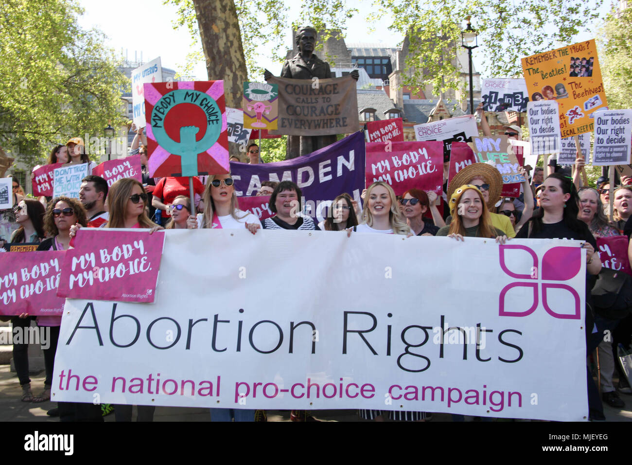 London, UK. 5th May, 2018. Pro-choice demonstrators pose next to statue of Suffragist Millicent Fawcett Credit: Alex Cavendish/Alamy Live News - Stock Image