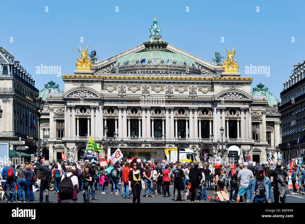 Paris, France. 5th May, 2018. La Fête à Macron (The Party for Macron) 1st anniversary french président rally - Paris on 5th of May 2018 - Place de l'Opéra Credit: Frédéric VIELCANET/Alamy Live News Stock Photo