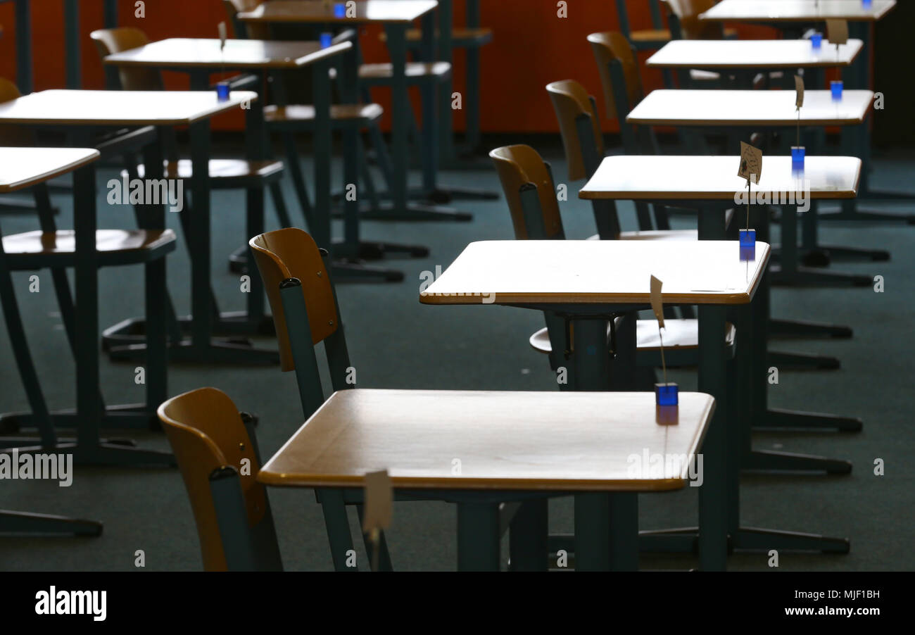 04 May 2018, Germany, Kaufbeuren: Single desks are set up in an exam hall. High school students in Bavaria are starting their final exams. Photo: Karl-Josef Hildenbrand/dpa - Stock Image