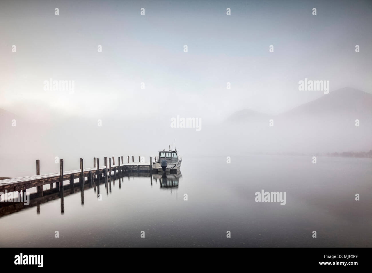 A foggy morning at Lake Rotoroa, Nelson Lakes National Park, New Zealand. - Stock Image