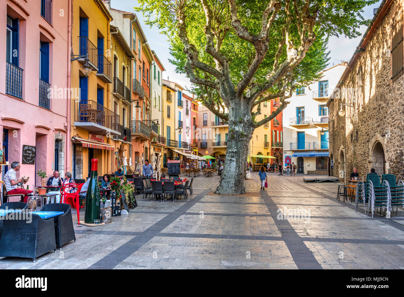Outdoor cafe in the main town square, Collioure, Pyrenees-Orientales, France - Stock Image