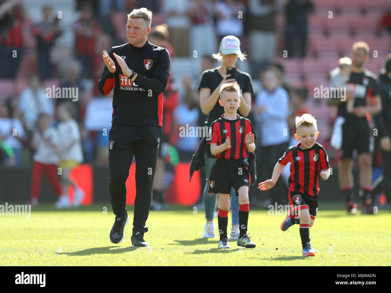 Afc Bournemouth Manager Eddie Howe Celebrates On The Pitch With His Sons Harry And Rocky At The End Of The Premier League Match At The Vitality Stadium Bournemouth Stock Photo Alamy
