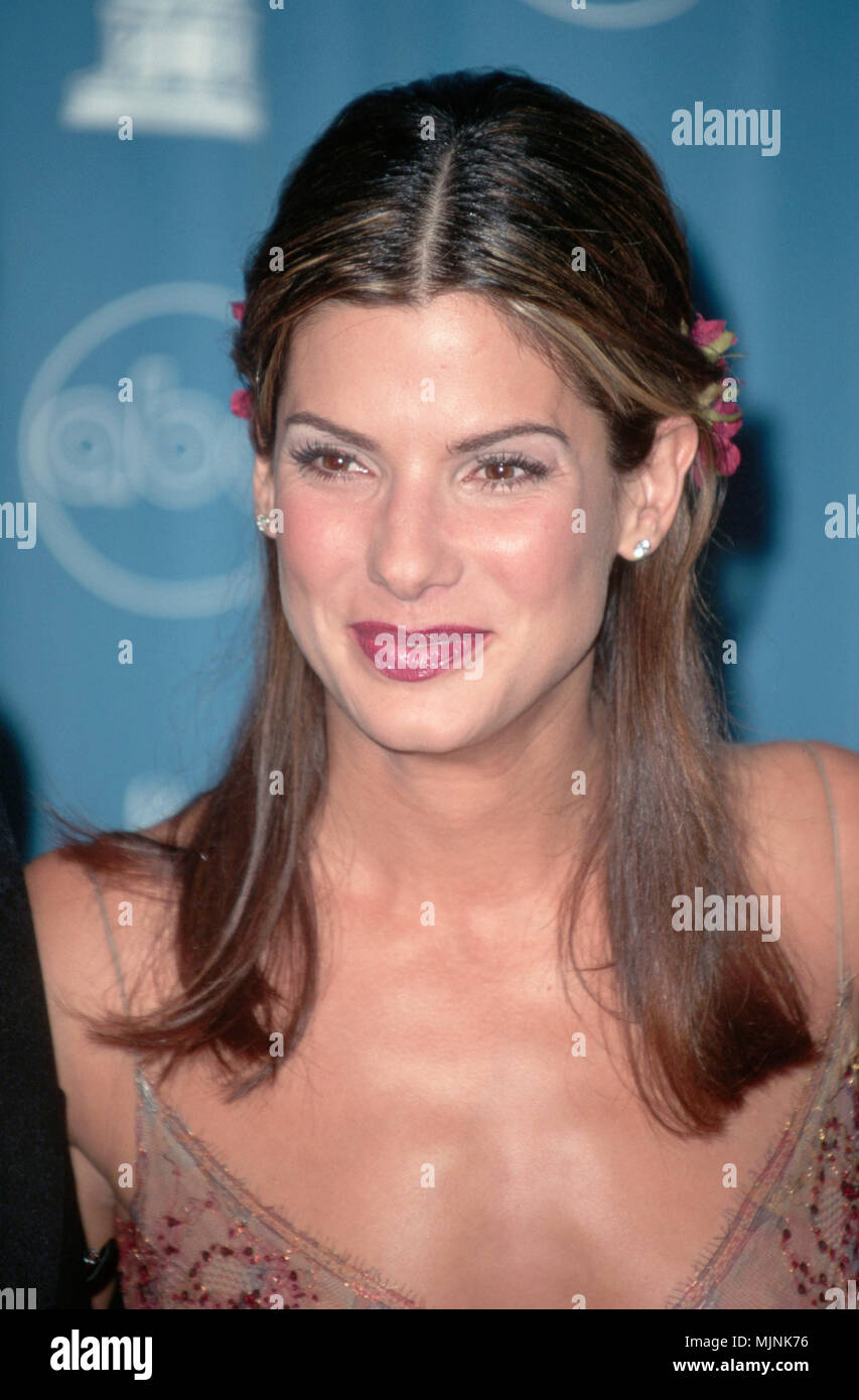 1997, Los Angeles, California, USA --- Sandra Bullock at the 1997 Academy Awards. --- ' Tsuni / - 'Sandra Bullock 163 Sandra Bullock 163 one person, Vertical, Best of, Hollywood Life, Event in Hollywood Life - California,  Red Carpet Event, Vertical, USA, Film Industry, Celebrities,  Photography, Bestof, Arts Culture and Entertainment, , , Topix - Stock Image