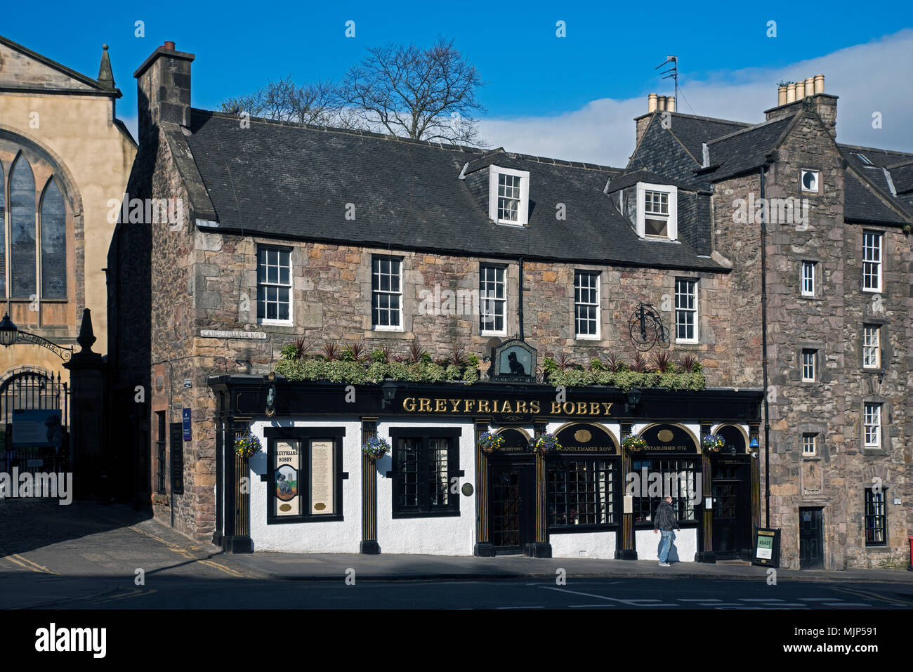 Greyfriars Bobby public house on Candlemaker Rown in Edinburgh's Old Town. - Stock Image