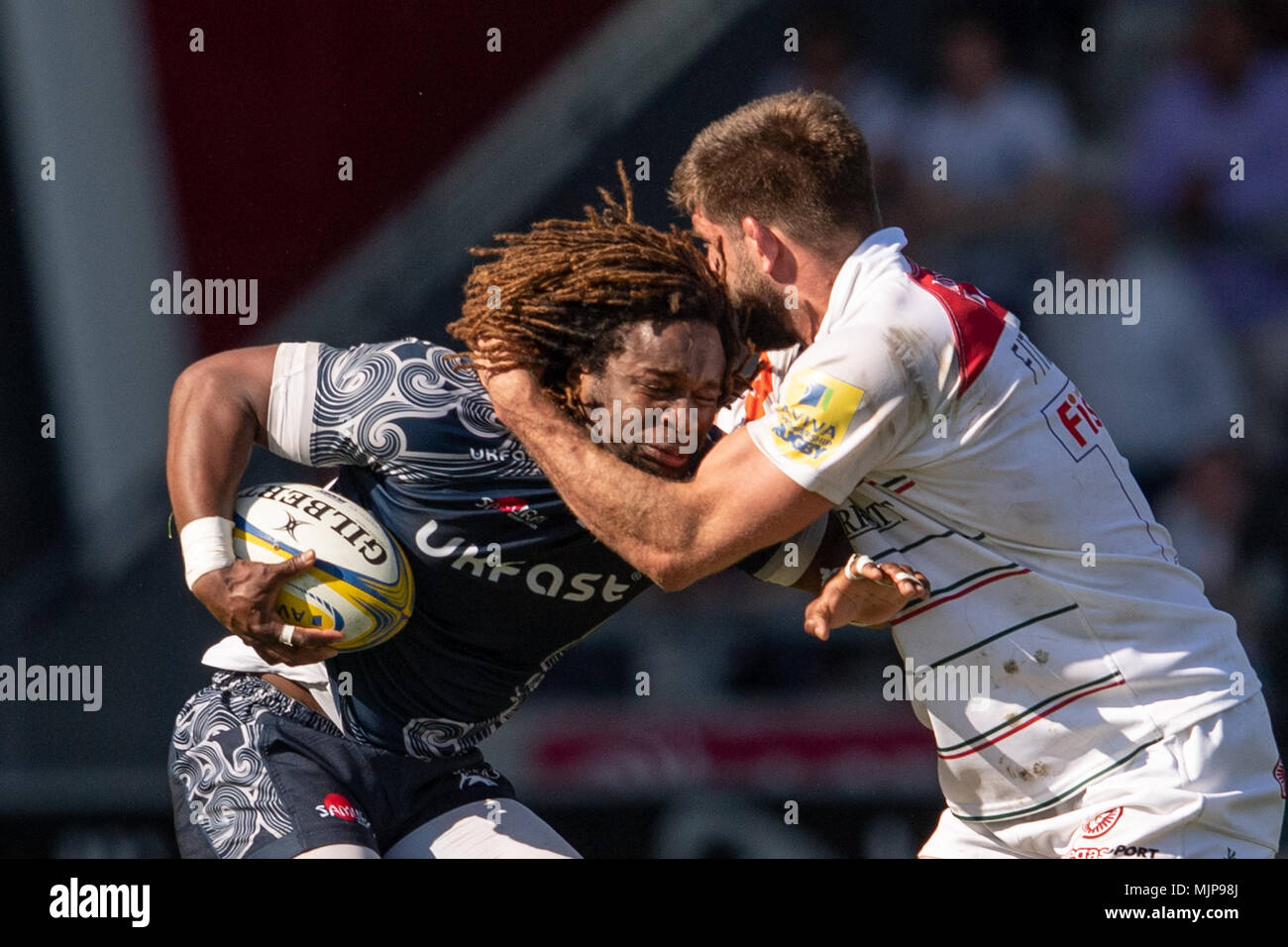 Sale Shark's MARLAND YARDE is tackled by Leicester Tigers's Mike Fitzgerald   5th May 2018 , AJ Bell Stadium, Sale, England; English Premiership Rugby - Stock Image