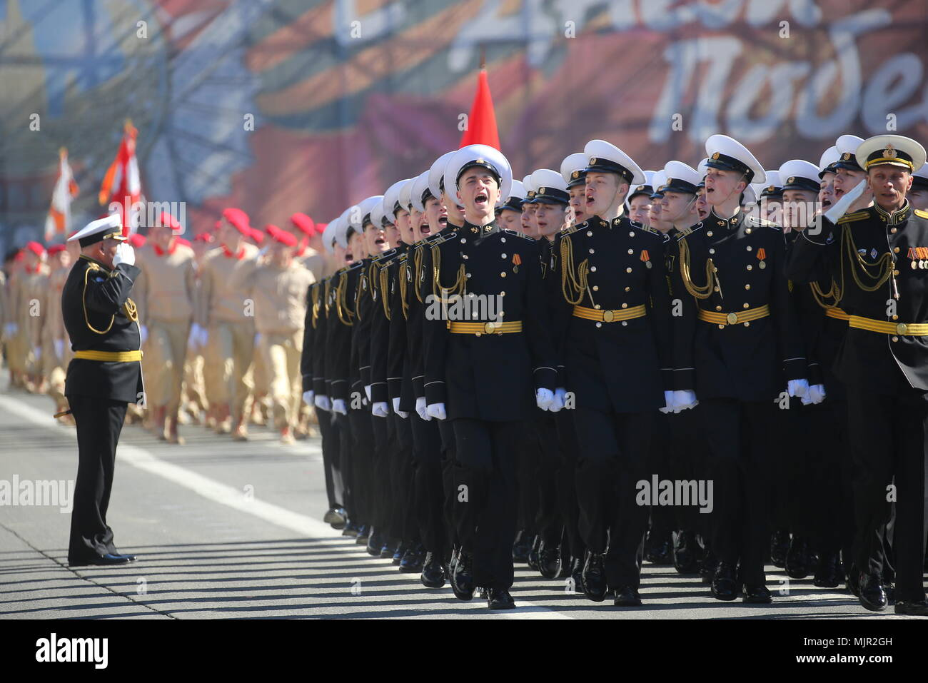 St Petersburg, Russia. 06th Sep, 2018. Servicemen march in formation in St Petersburg's Palace Square during a dress rehearsal of the upcoming 9 May military parade marking the 73rd anniversary of the victory in the Great Patriotic War, the Eastern Front of World War II. Peter Kovalev/TASS Credit: ITAR-TASS News Agency/Alamy Live News Stock Photo