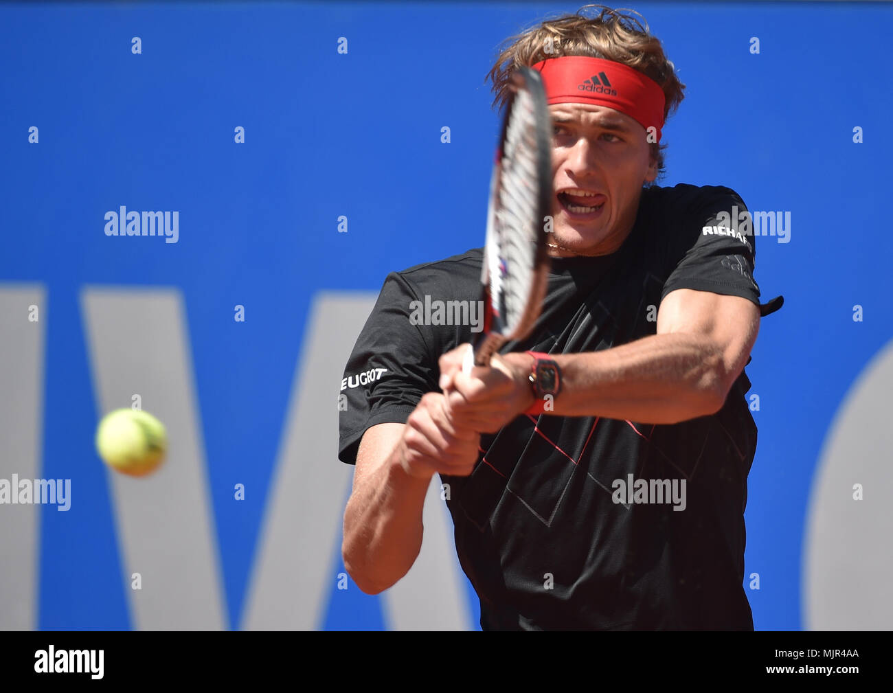 06 May 2018, Germany, Munich: Tennis, ATP-Tour men's singles final. Alexander Zverev of Germany playing against Kohlschreiber of Germany. Photo: Angelika Warmuth/dpa - Stock Image