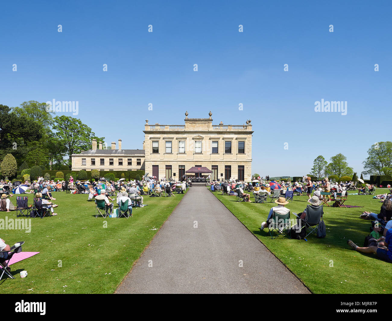 Doncaster, United Kingdom.  06 May, 2018.  Visitors to Brodsworth Hall enjoy the bank holiday heatwave while listening to big band music.  Credit: Andy Ellis/Alamy Live News Stock Photo