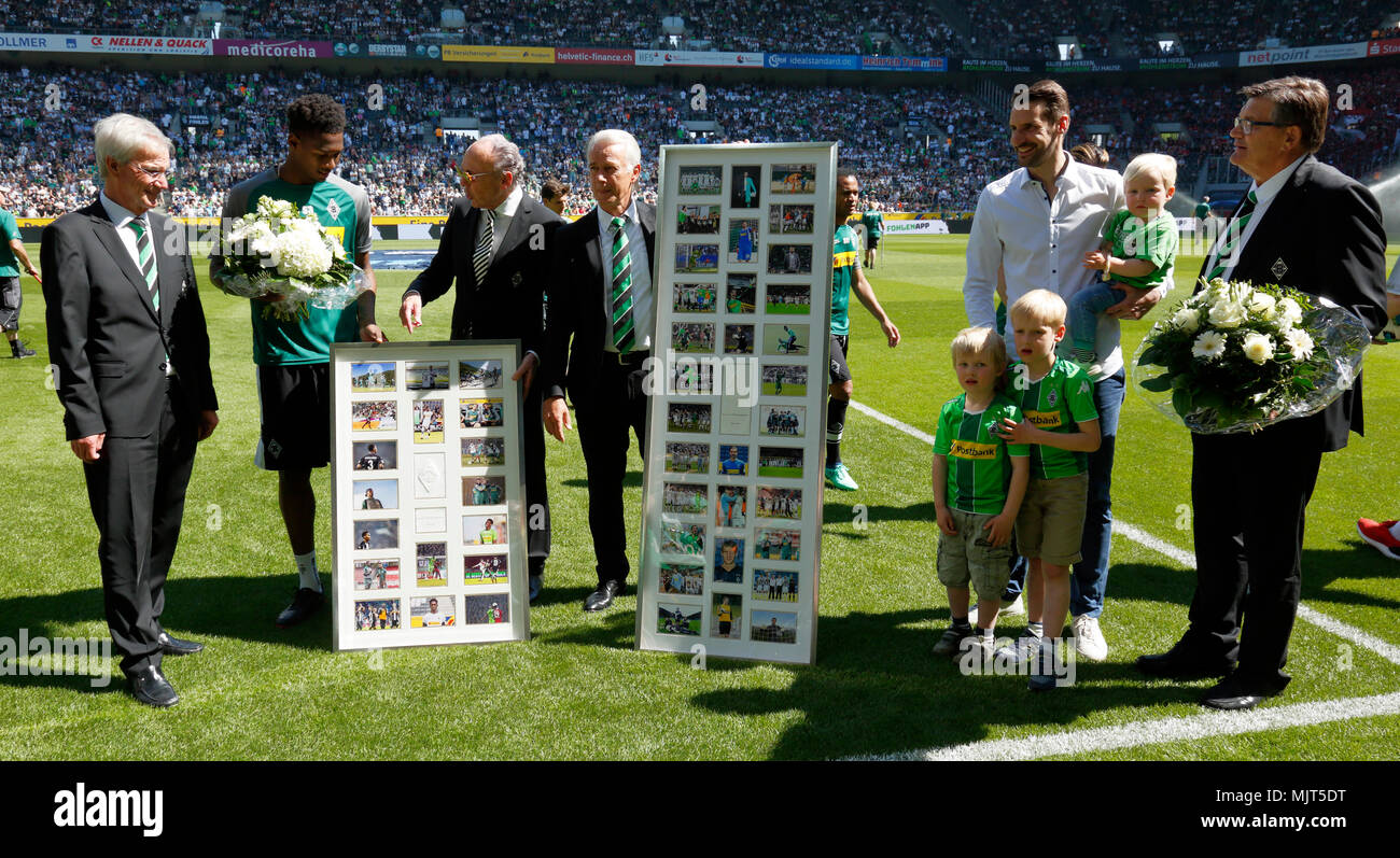 sports,football,Bundesliga,2017/2018,Borussia Moenchengladbach vs SC Freiburg 3:1,Stadium Borussia Park,end of saison,player leave the club,farewell,f.l.t.r. vice president Siegfried Soellner,Reece Oxford,president Rolf Koenigs,vice president Rainer Bonhof,keeper Christofer Heimeroth,presidium member Hans Meyer - Stock Image