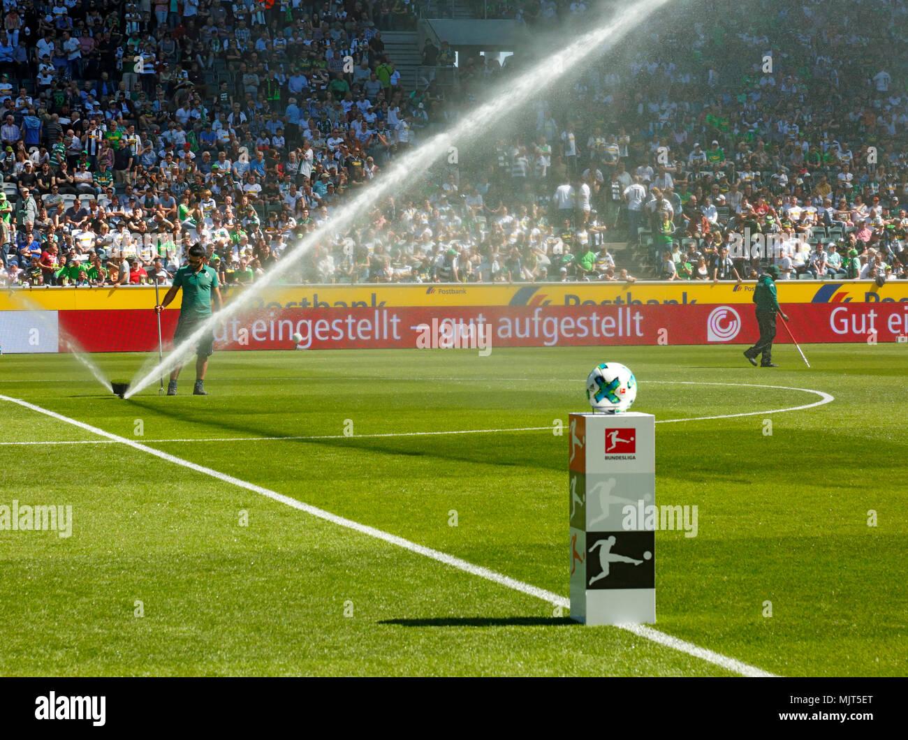 sports,football,Bundesliga,2017/2018,Borussia Moenchengladbach vs SC Freiburg 3:1,Stadium Borussia Park,watering of the lawn,water jet - Stock Image