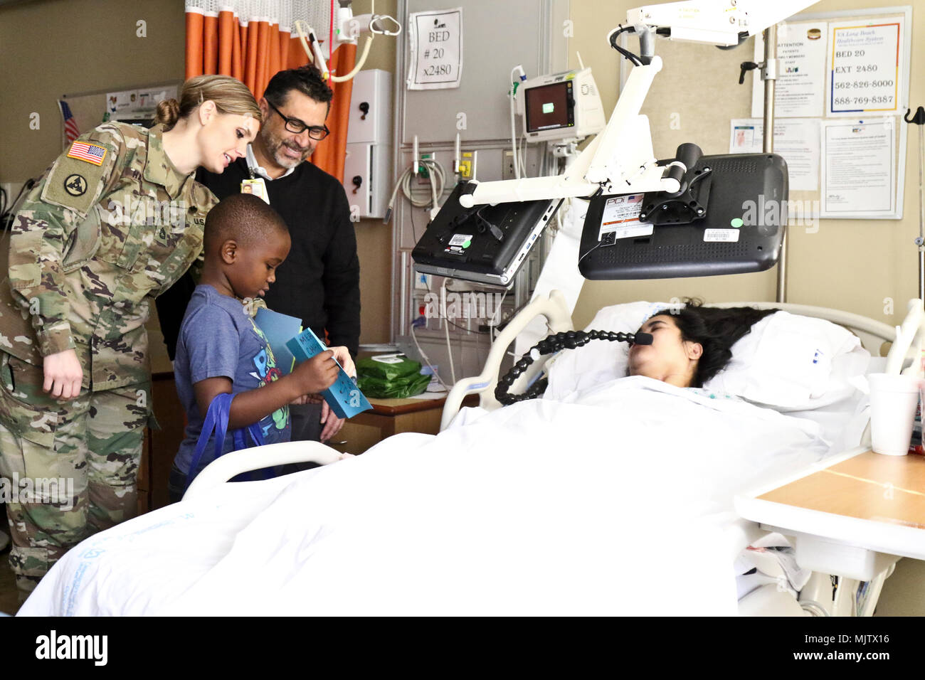 Members Of The 79th Tsc Visit Veterans At The Long Beach Veterans Affairs Medical Center On Dec 22 2017 Stock Photo Alamy