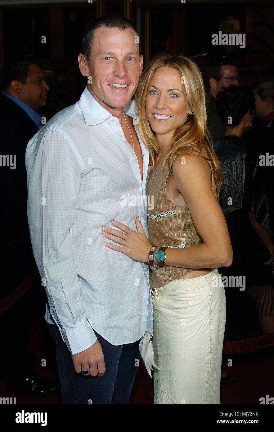 Lance armstrong and sheryl crow arriving at the meet the fockers lance armstrong and sheryl crow arriving at the meet the fockers premiere at the universal amphitheatre in los angeles december 16 2004 m4hsunfo