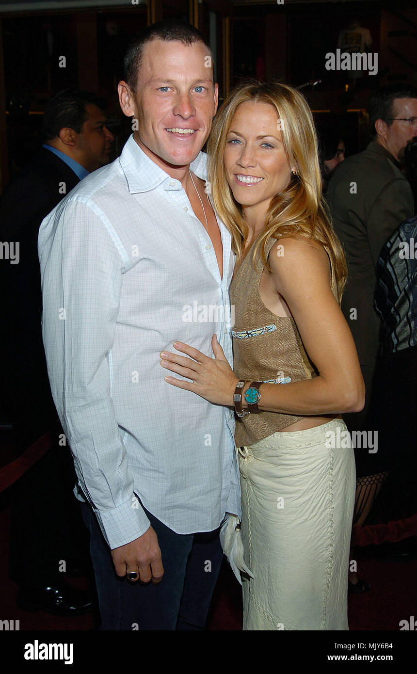 Lance Armstrong and Sheryl Crow arriving at the Meet The Fockers Premiere at the Universal Amphitheatre in Los Angeles. December 16, 2004.          -            ArmstrongL_CrowSheryl013.JPG           -              ArmstrongL_CrowSheryl013.JPGArmstrongL_CrowSheryl013  Event in Hollywood Life - California,  Red Carpet Event, Vertical, USA, Film Industry, Celebrities,  Photography, Bestof, Arts Culture and Entertainment, Topix Celebrities fashion /  from the Red Carpet-, Vertical, Best of, Hollywood Life, Event in Hollywood Life - California,  Red Carpet , USA, Film Industry, Celebrities,  movie - Stock Image