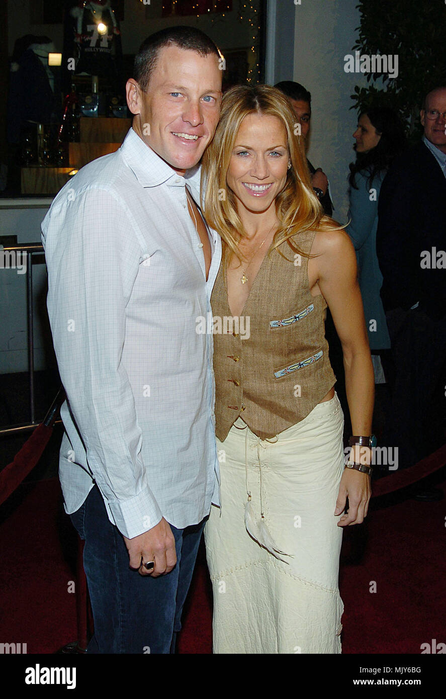 Lance Armstrong and Sheryl Crow arriving at the Meet The Fockers Premiere at the Universal Amphitheatre in Los Angeles. December 16, 2004.          -            ArmstrongL_CrowSheryl047.JPG           -              ArmstrongL_CrowSheryl047.JPGArmstrongL_CrowSheryl047  Event in Hollywood Life - California,  Red Carpet Event, Vertical, USA, Film Industry, Celebrities,  Photography, Bestof, Arts Culture and Entertainment, Topix Celebrities fashion /  from the Red Carpet-, Vertical, Best of, Hollywood Life, Event in Hollywood Life - California,  Red Carpet , USA, Film Industry, Celebrities,  movie - Stock Image