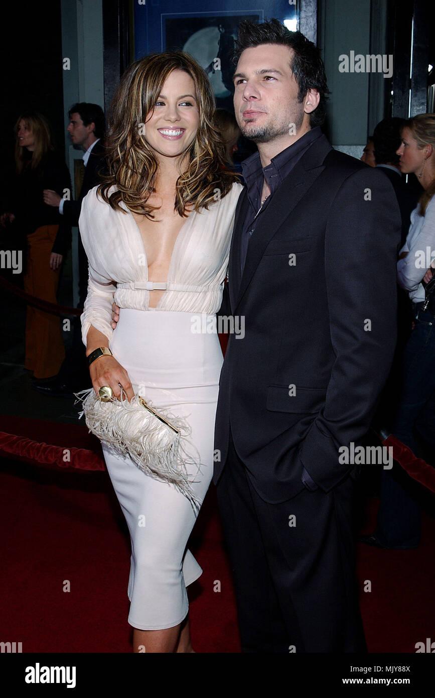 Kate Beckinsale And Len Wiseman Beach