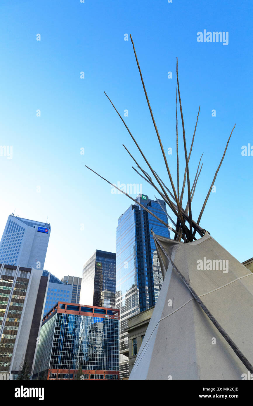 Aboriginal teepees in downtown Calgary, protesting the Canadian justice system - Stock Image