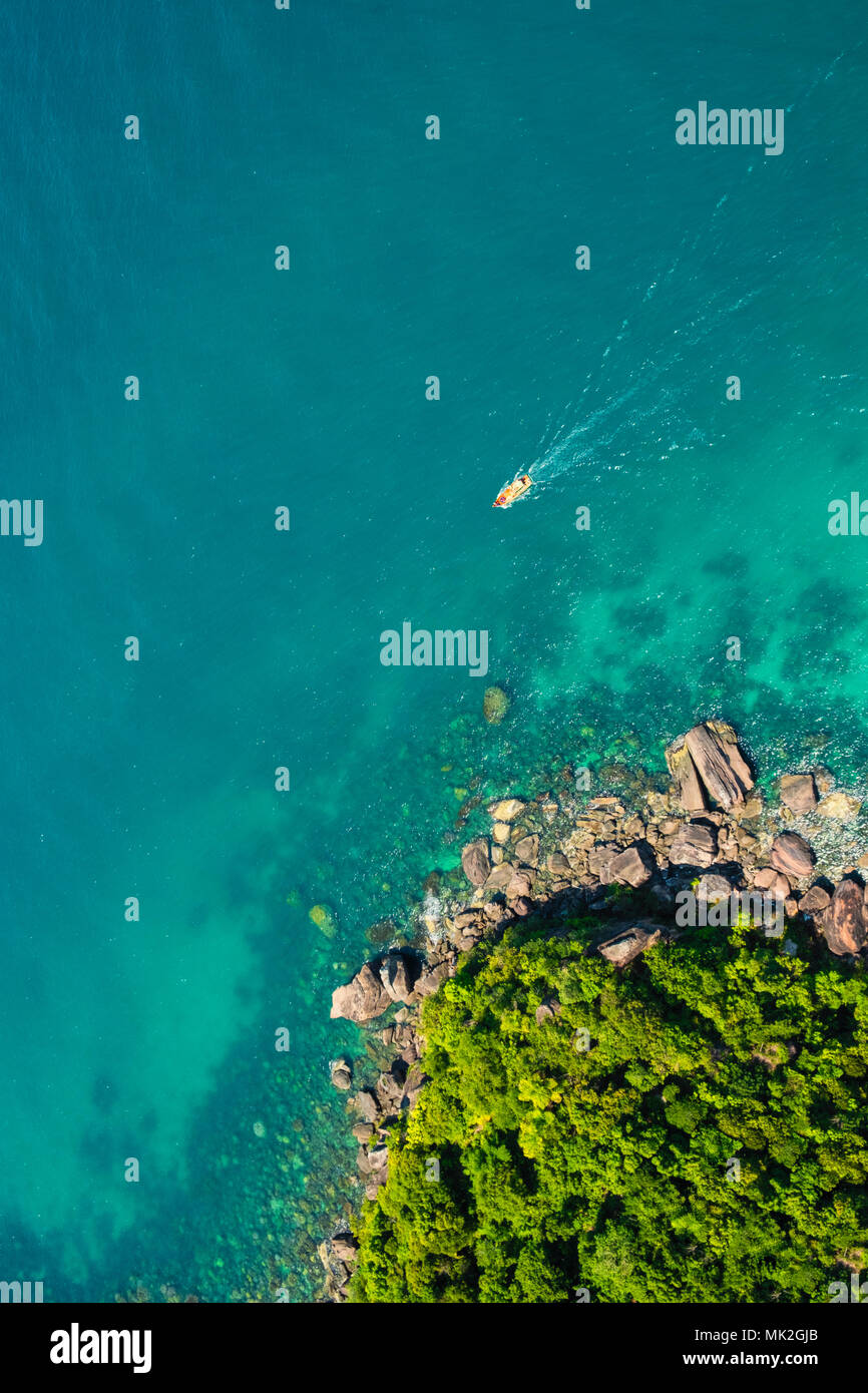 Aerial view of coast around Pineapple Island (Hon Thom) from the cable-car on Phu Quoc island - Stock Image