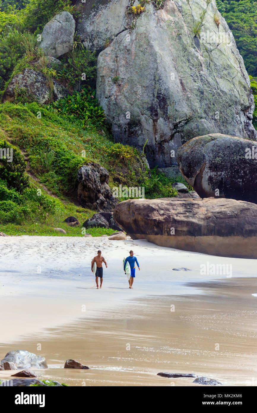 Surfer on Prainha beach, Rio de Janeiro, Brazil - Stock Image