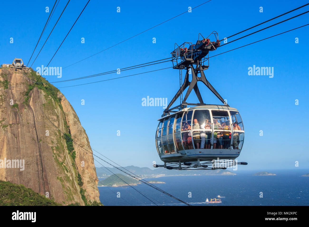 The Sugarloaf mountain cablecar, running between Morro da Urca and Sugarloaf mountain Stock Photo