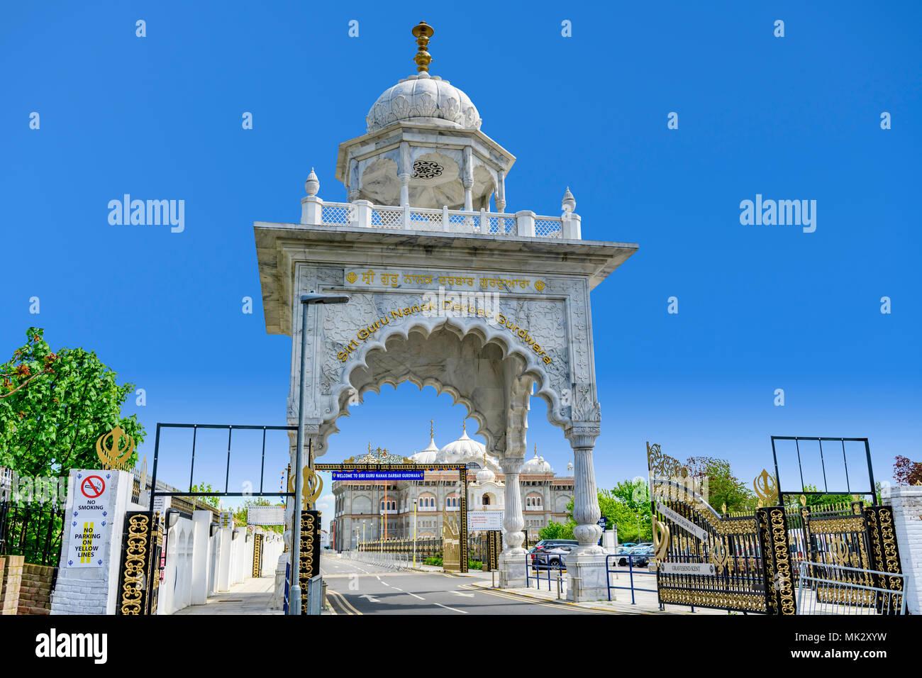 Entrance arch to Guru Nanak Darbar Gurdwara, the magnificent sikh temple ( Gurdwara )  in Gravesend Kent - Stock Image