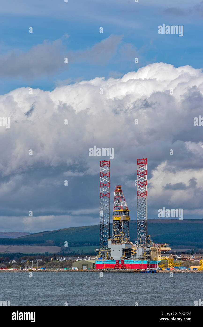 CROMARTY FIRTH SCOTLAND DECOMMISSIONED OR REPAIRED OIL RIG MAERSK REACHER SINGAPORE LYING OFF THE TOWN OF INVERGORDON Stock Photo