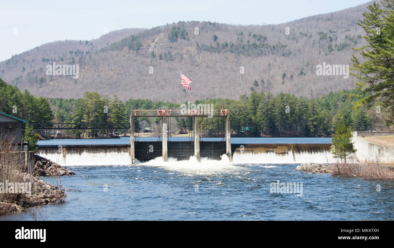 The Lake Algonquin Hydro Dam at the lower end of Lake Algonquin on the Sacandaga River in the Town of Wells, NY USA during high water in the spring. - Stock Image