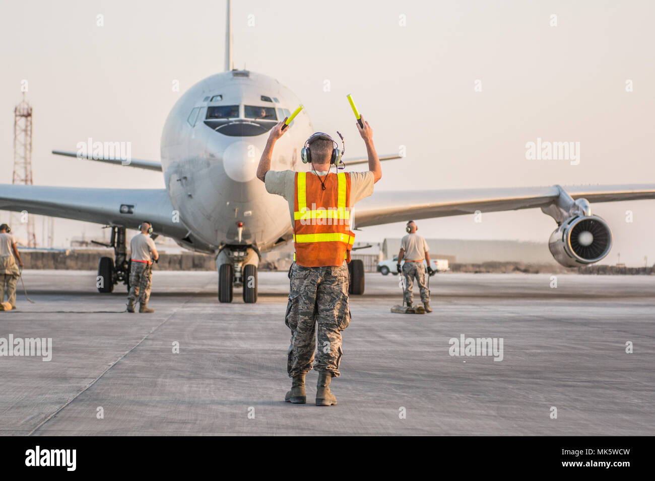 7th Aircraft Maintenance Unit Stock Photos Mk Wiring Devices Qatar Us Air Force Senior Airman William Connelly Assigned To The Marshals