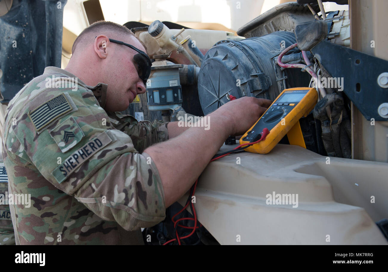 Us Army Sgt Nathaniel Shepherd 307th Brigade Support Battalion Cover Fuse Box 1st Bravo Company Vehicle Mechanic Checks A During An Expeditionary
