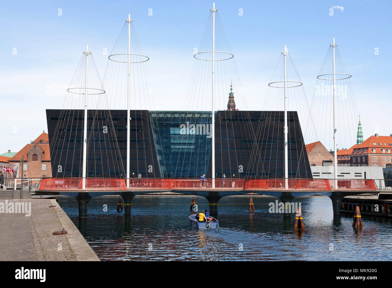 The Circle Bridge, Cirkelbroen, spanning Christianshavn Canal - the Black Diamond, the Royal Library, in the inner harbour of Copenhagen Stock Photo