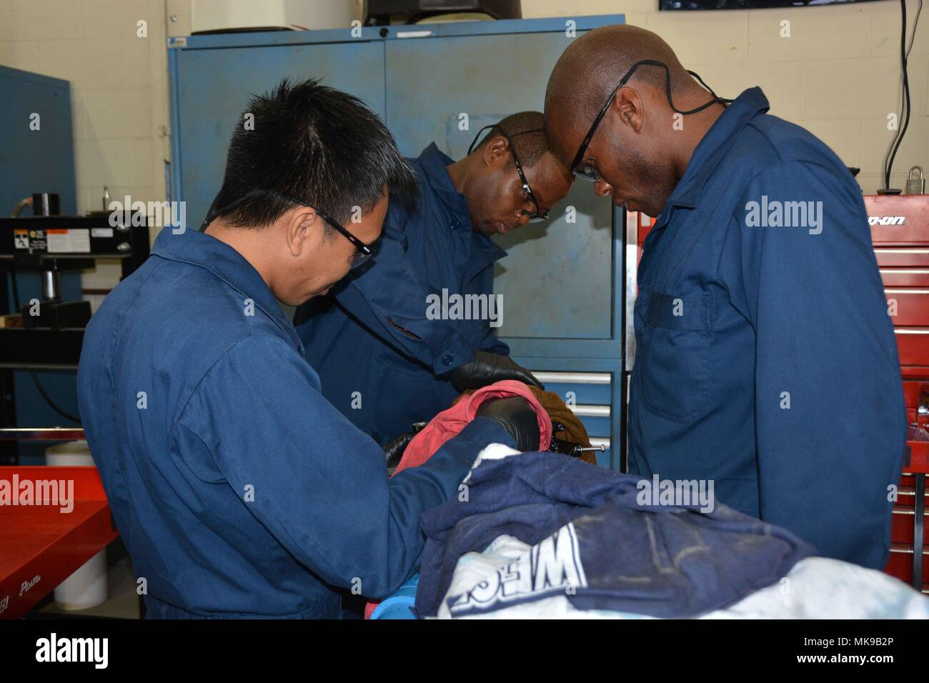 Lake chad stock photos lake chad stock images alamy for Outboard motor repair training online