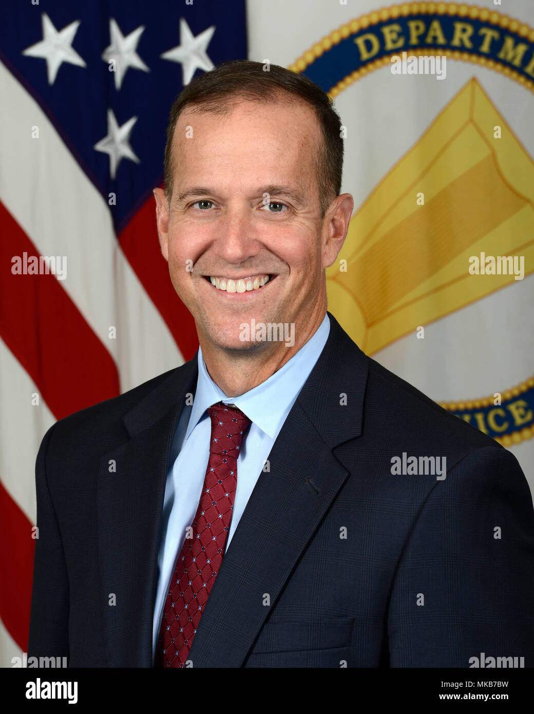 Michael E. Reheuser, Assistant G1 for Army Civilian Personnel Policy, poses for his official portrait in the Army portrait studio at the Pentagon in Arlington, Va., Nov., 22, 2017.  (U.S. Army photo by Monica King) - Stock Image