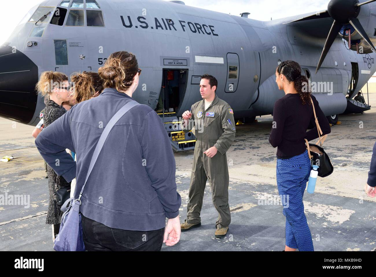 """Maj. John Gharbi, 53rd Weather Reconnaissance Squadron navigator, explains the mission of the 53rd WRS """"Hurricane Hunters"""" to students and researchers from the Scripps Institute of Oceanography Nov. 29, 2017, at Brown Field Airport, San Diego, California. Hurricane Hunters met with Scripps scientists that day to discuss plans for participating in atmospheric river reconnaissance missions in early 2018. (U.S. Air Force photo by Tech. Sgt. Ryan Labadens) - Stock Image"""