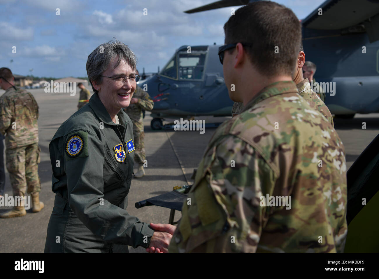 Secretary of the Air Force Heather Wilson greets members of a Special Operations Surgical Team at Hurlburt Field, Florida, May 3, 2018. A SOST is a mobile surgical team with advanced medical and tactics training that can deploy to austere or hostile areas to provide surgical support, often operating far-forward near the frontlines of conflict. (U.S. Air Force photo by Staff Sgt. Victor J. Caputo) - Stock Image