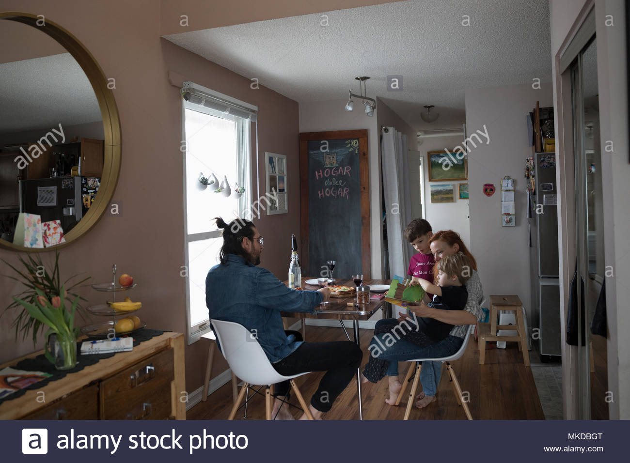 Family eating dinner at dining table - Stock Image