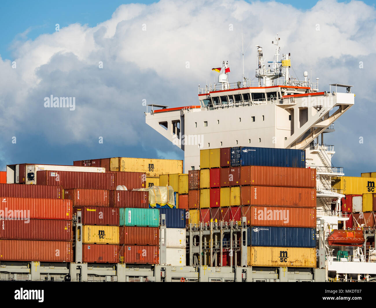 Global Trade World Trade International Trade - containers arrive in Hamburg Port, one of Europe's largest ports - Stock Image