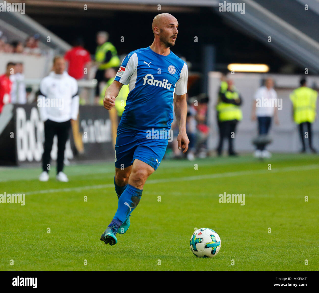 sports,football,2. Bundesliga,2017/2018,Fortuna Duesseldorf vs Holstein Kiel 1:1,Esprit arena Duesseldorf,scene of the match,Patrick Herrmann (Kiel) in ball possession - Stock Image
