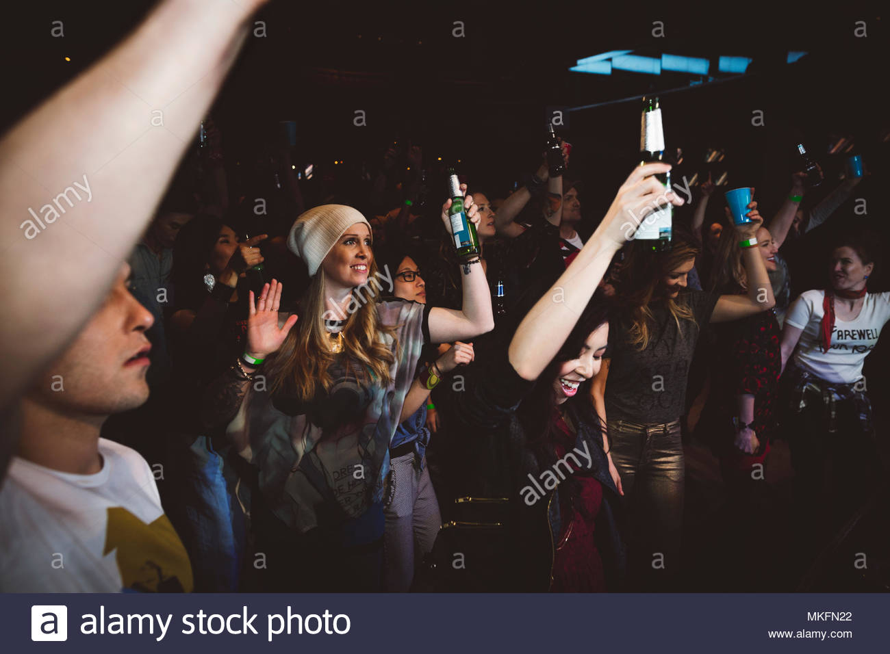 Milennials drinking, dancing and partying in nightclub - Stock Image