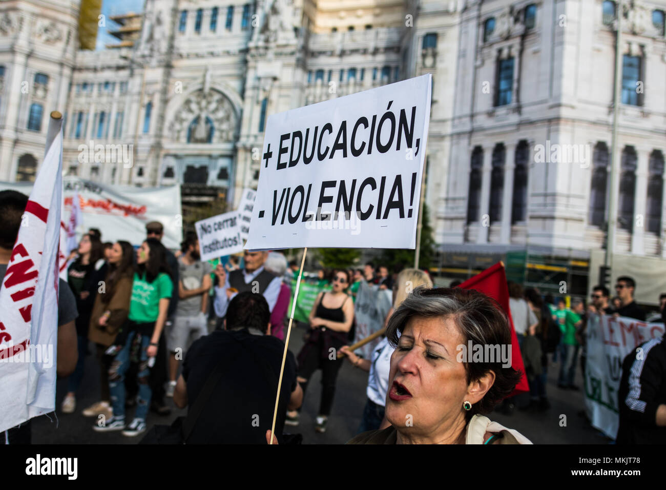 Madrid, Spain. 08th May, 2018. A woman shouts protesting with a placard that reads 'More education, less violence!' during a demonstration against budget cuts in education and against education law (LOMCE), in Madrid, Spain. Credit: Marcos del Mazo/Alamy Live News - Stock Image