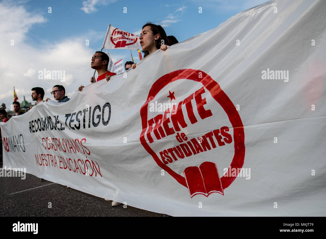 Madrid, Spain. 08th May, 2018. Students protesting with a banner during a demonstration against budget cuts in education and against education law (LOMCE), in Madrid, Spain. Credit: Marcos del Mazo/Alamy Live News - Stock Image