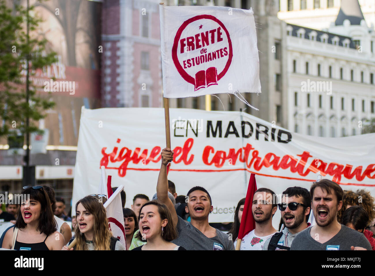 Madrid, Spain. 08th May, 2018. Students protesting during a demonstration against budget cuts in education and against education law (LOMCE), in Madrid, Spain. Credit: Marcos del Mazo/Alamy Live News - Stock Image